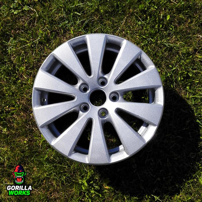 Покраска оригинальных литых дисков VW Passat в порошковое серебро