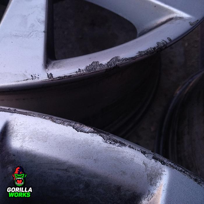 Бордюка на литых дисках BMW